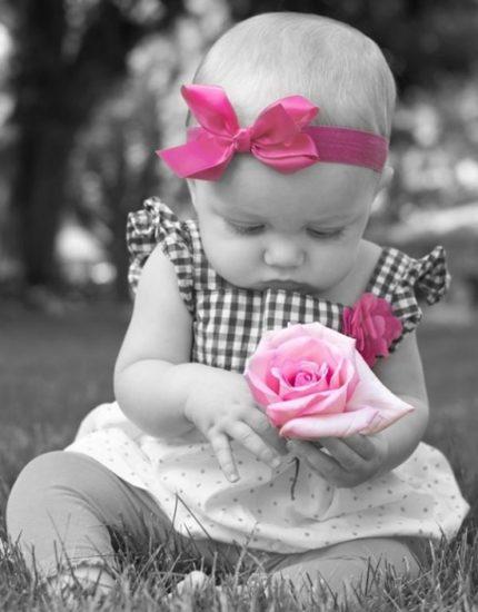 маленькая девочка с розовым бантиком фото